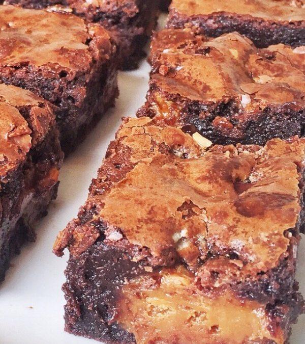 Brownies com brigadeiros de doce de leite